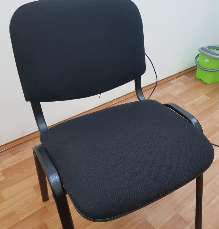 Чистка стульев в учебном заведении до