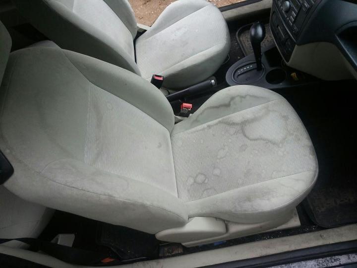 Чистка передних седений автомобиля до