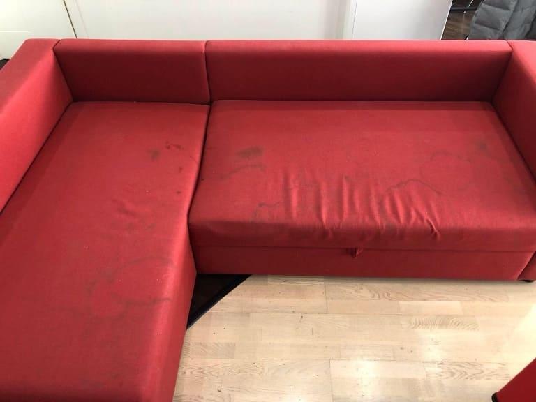 Химчистка красного яркого углового дивана до