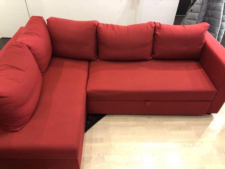 Химчистка красного яркого углового дивана после