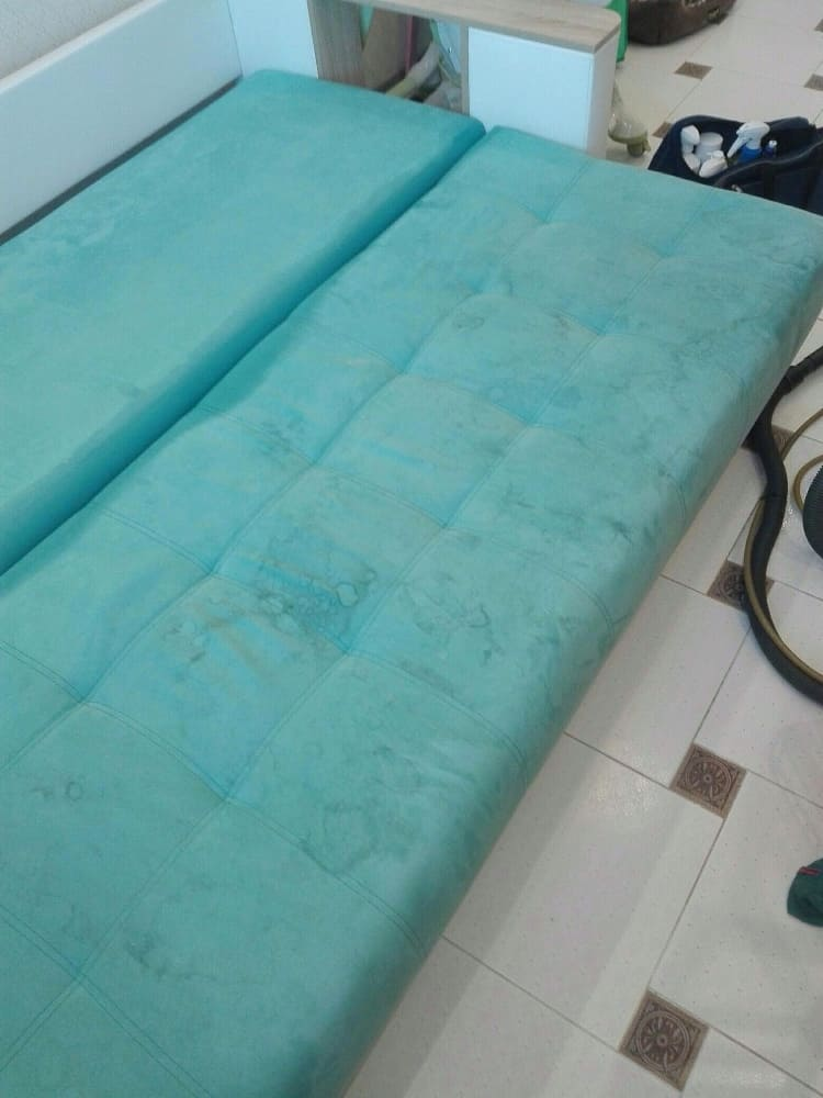 Химчистка дивана (вернули раскладному дивану яркий цвет) до