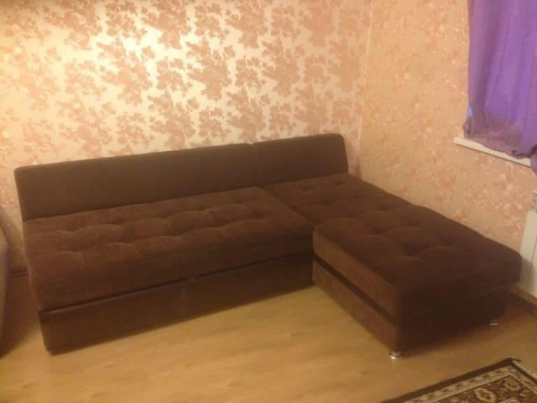 Чистка тёмного углового дивана с ворсом до