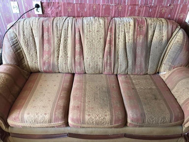Чистка цветного дивана (восстановили практически убитую мебель) до
