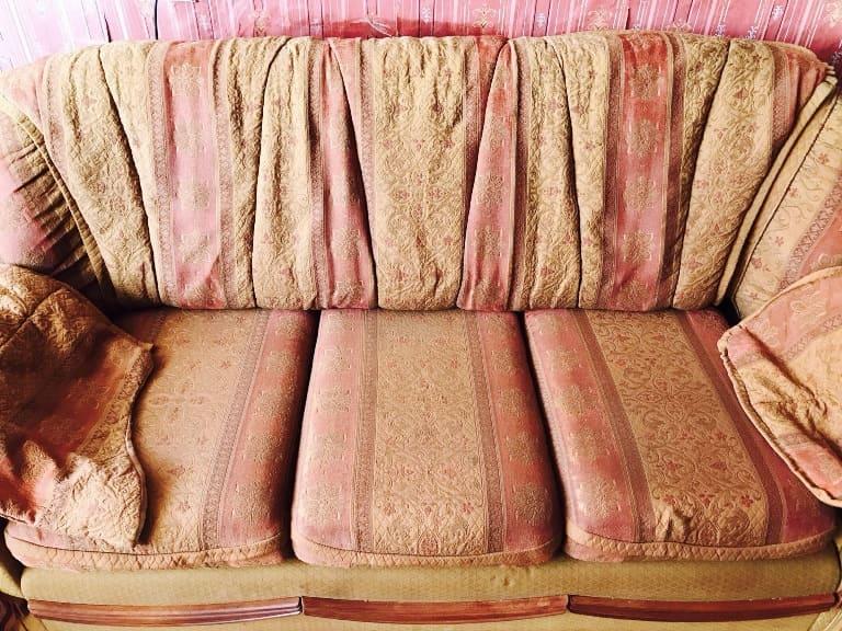 Чистка цветного дивана (восстановили практически убитую мебель) после
